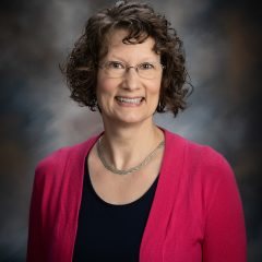 Denise Freeland Headshot